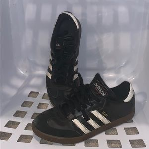 These are in great condition Adidas Sambas Black